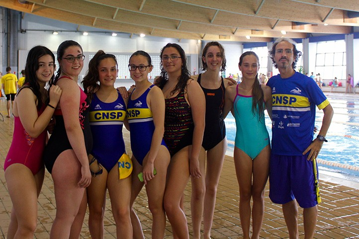 Las nadadoras del cn san pedro mejoran sus marcas en for Piscina municipal torremolinos