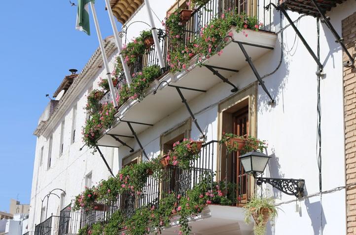 El ayuntamiento de marbella crea una mesa de contrataci n for Ayuntamiento de villel de mesa
